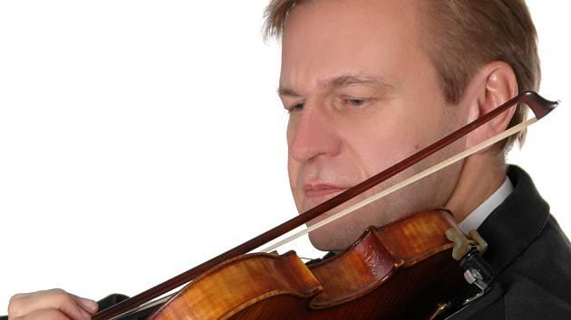 Houslista Miroslav Vilímec.