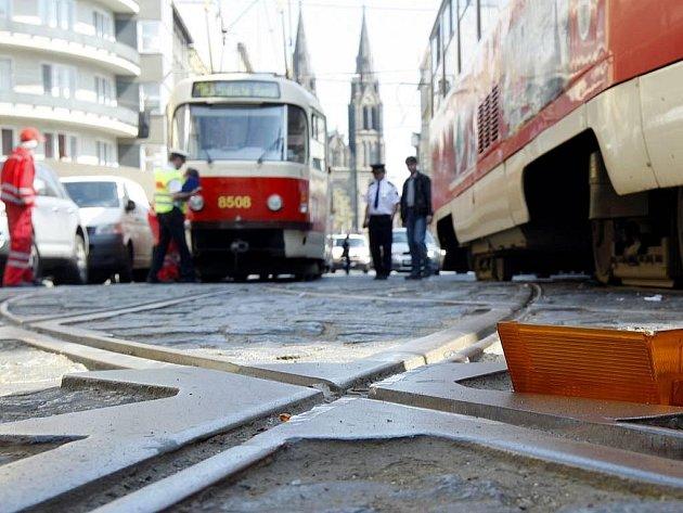 Dvě tramvaje se srazily 16. dubna na Tylově náměstí v Praze.