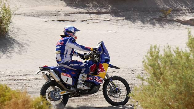 Dvanáctou etapu vyhrál Francouz Cyril Despres (na snímku), v celkovém pořadí však stále ztrácí na Španěla Marca Comu.