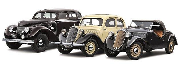 Vozy automobilky Škoda prodávané vroce 1936: Superb (vlevo) a dvě varianty Rapidu.