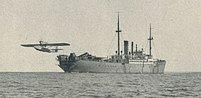 Loď Schwabenland u břehů Antarktidy. Tady hledal Hitler novou velrybářskou základnu.