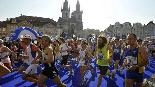 Pražský mezinárodní maraton (PIM) byl odstartován na Staroměstském náměstí.