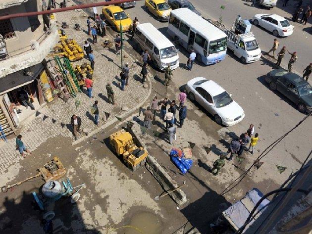 Sebevražedný útočník dnes v centru irácké metropole Bagdádu zabil tři lidi a dalších 27 zranil.