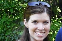 Colleen Ritzerovou, učitelku matematiky na střední škole v Danversu, zavraždil čtrnáctiletý žák.