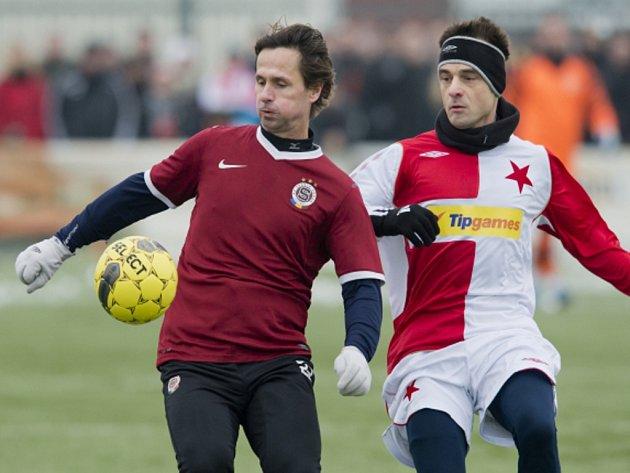 Jiří Novotný ze Sparty (vlevo) a Lukáš Jarolím ze Slavie v Silvestrovském derby.