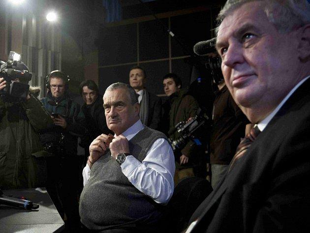 Prezidentská debata kandidátů na prezidenta Karla Schwarzenberga a Miloše Zemana proběhlo 16. ledna ve studiu Českého rozhlasu Radiožurnálu v Praze.