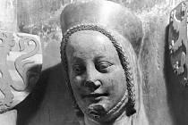 Eliška Přemyslovna (1292 - 1330 ), česká královna ,matka Karla IV. -busta z triforia sv. Víta.