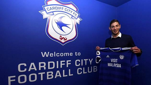 Letadlo s milionovou fotbalovou posilou Cardiffu zmizelo. Pátrání je neúspěšné