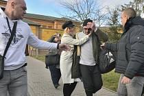 Bývalý fotbalový reprezentant Tomáš Řepka opustil 6. ledna 2020 v doprovodu své přítelkyně Kateřiny Kristelové borskou věznici v Plzni