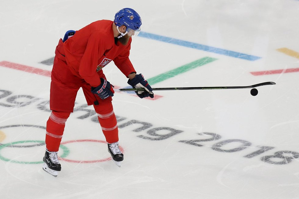 Adam Polášek na tréninku hokejové reprezentace před olympijským startem turnaje.