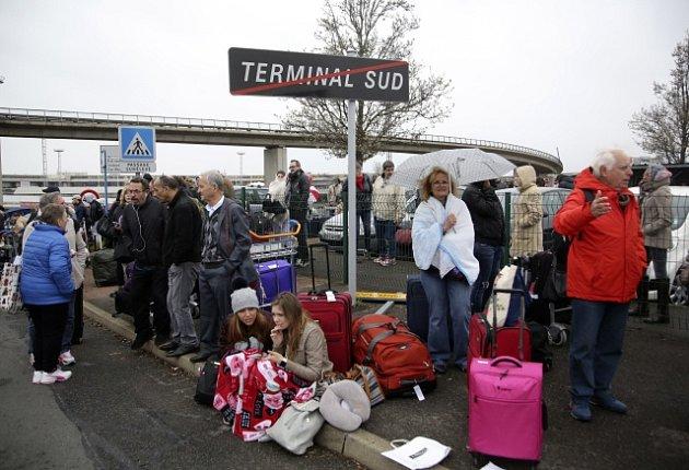 Evakuace letiště v Orly kvůli útoku
