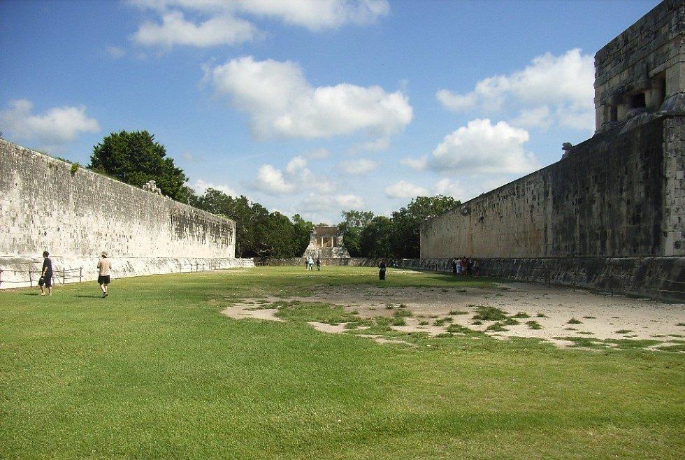 Velké hřiště na tlachtli v Chichén Itzá
