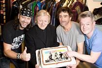 Muzikál Mýdlový princ s písněmi Václava Neckáře, který uvádí Divadlo Broadway, slavnostně oslavil 5. února již 100. vyprodanou reprízu.