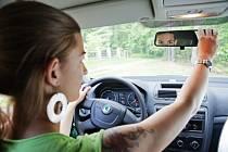 Žena za volantem, řidička - ilustrační foto
