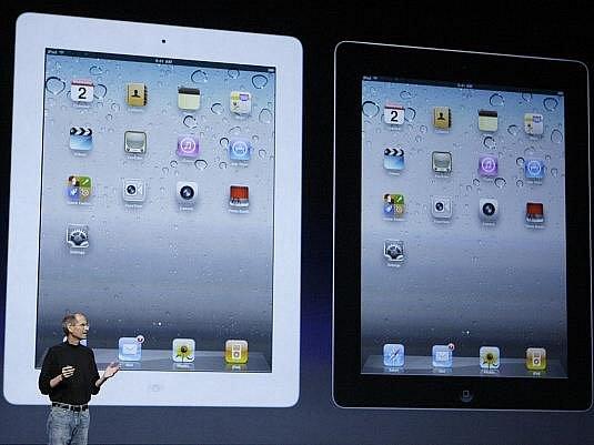 Šéf Applu Steve Jobs představil nástupce svého populárního tabletu iPad.