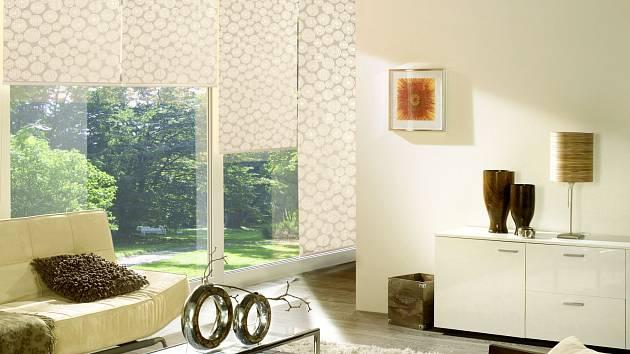 Posuvné látkové stěny, v Japonsku zvané noren, jsou i vnašich interiérech vhodné kzastínění velkých prosklených ploch. VČesku je vyrábí společnost Isotra.
