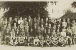 Vrbova fotografie ze střední školy, 1935 až 1936, čtvrtý zleva, spodní řada