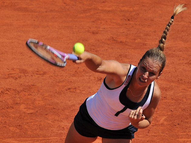Slovenka Dominika Cibulková v duelu s Maďarkou Agnes Szavayovou.