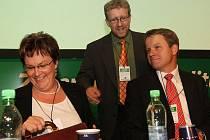 Dva soupeři o předsednictví ve Straně zelených na sjezdu v Teplicích: Dana Kuchtová a Martin Bursík