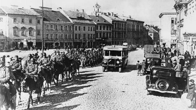Na základě společné agrese proti Polsku obsadila Rudá armáda tehdy polský Vilnius