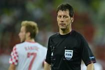 Německý rozhodčí Wolfgang Stark.