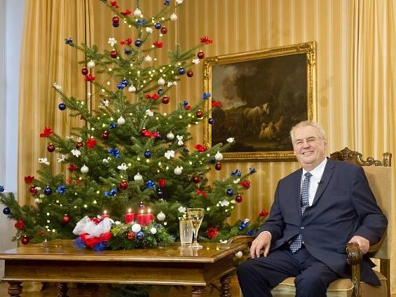 Prezident Miloš Zeman během tradičního vánoční poselství z lánského zámku. Snímek je z dopoledního natáčení.