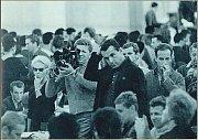 Kameraman Miroslav Ondříček a režisér Miloš Forman při natáčení.