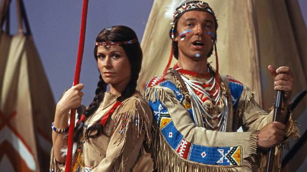 INDIÁNSKÁ PÍSEŇ LÁSKY. Karel Gott s německou herečkou a zpěvačkou Mary Roos.