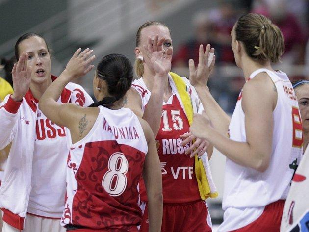 Ruské basketbalistky se radují z postupu do finále mistrovství Evropy.