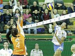 Prostějovské volejbalistky (v bílém) v repríze finále Olomouc jasně přehrály.