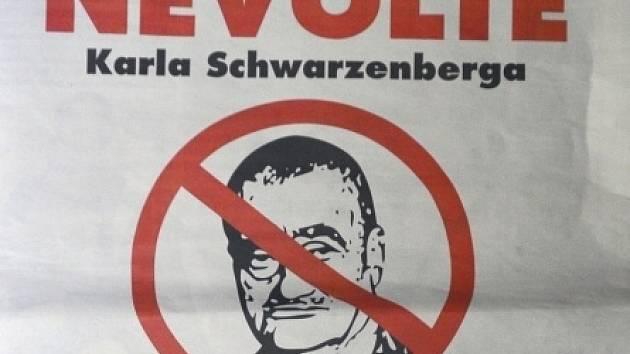 Inzerátu v deníku Blesk, který vyzývá voliče, aby Schwarzenberga nevolili