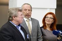 Zleva předseda odborné komise pro zemědělství Zdeněk Jandejsek, Václav Klaus mladší a Zuzana Majerová Zahradníková