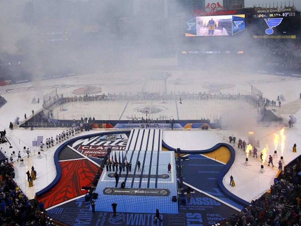 Hokejisté Chicaga a St. Louis sehráli duel pod širým nebem.