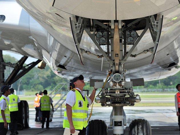 Tragédií mohl v polovině února skončit let Airbusu A320 společnosti Air France z Barcelony do Paříže. Během přípravy k přistání na pařížském letišti Roissy jen o vlásek unikl střetu s bezpilotním letounem.
