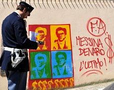 Graffiti na téma Hledá se Matteo Messina Denaro