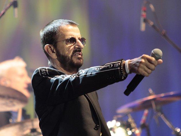 Exbeatle Ringo Starr hrál v Praze dvě hodiny hlavně hity Beatles i písně kolegů z All-Star Bandu.