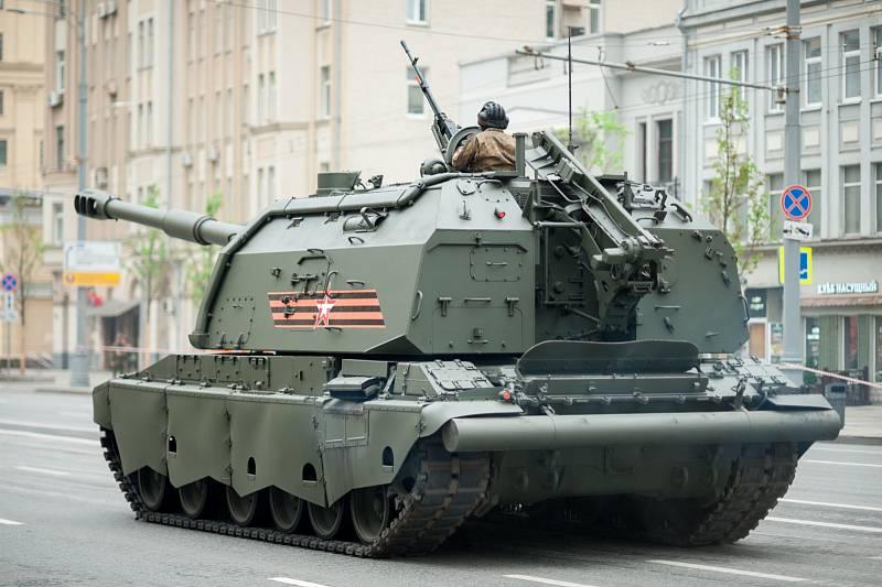 Samohybná houfnice 2S19 Msta je postavená na podvozku tanku T-80. Do výzbroje byla zavedena v přelomovém roce 1989. Stoj je opatřen také protiletadlovým kulometem a zadýmovacími granáty.