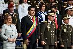 Venezuelský prezident Nicolás Maduro vyvázl z exploze dvou dronů bez újmy. Stalo se tak v Caracasu při oslavách 81. výročí vzniku Národní gardy.