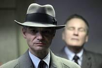 Nový Ondříčkův film Ve stínu, temná detektivka z padesátých let s Ivanem Trojanem v hlavní roli, má v Česku premiéru 13. září.