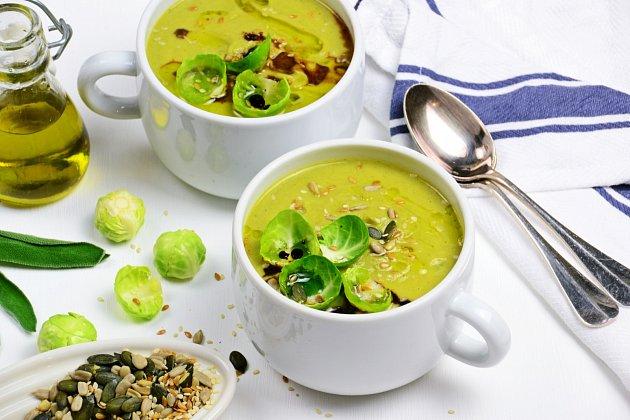 Polévka zrůžičkové kapusty