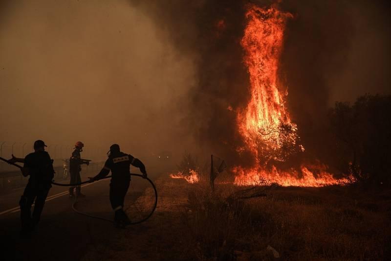 Požár řádil i blízko Atén