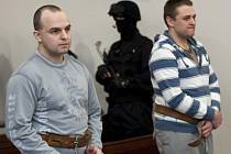 Za loupežnou vraždu taxikáře u Liberce stráví Luboš Nigrin a Roman Brykner ve vězení 20 a 18 let.