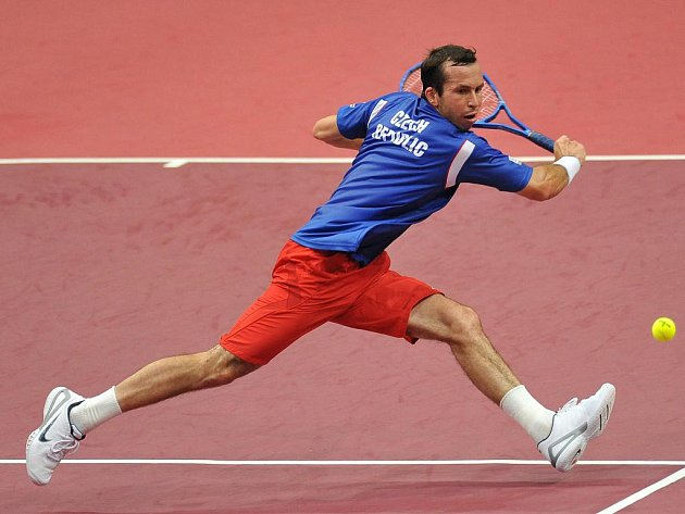 Radek Štěpánek vybojoval proti Juanu Monacovi třetí klíčová bod k postupu do semifinále Davis Cupu.