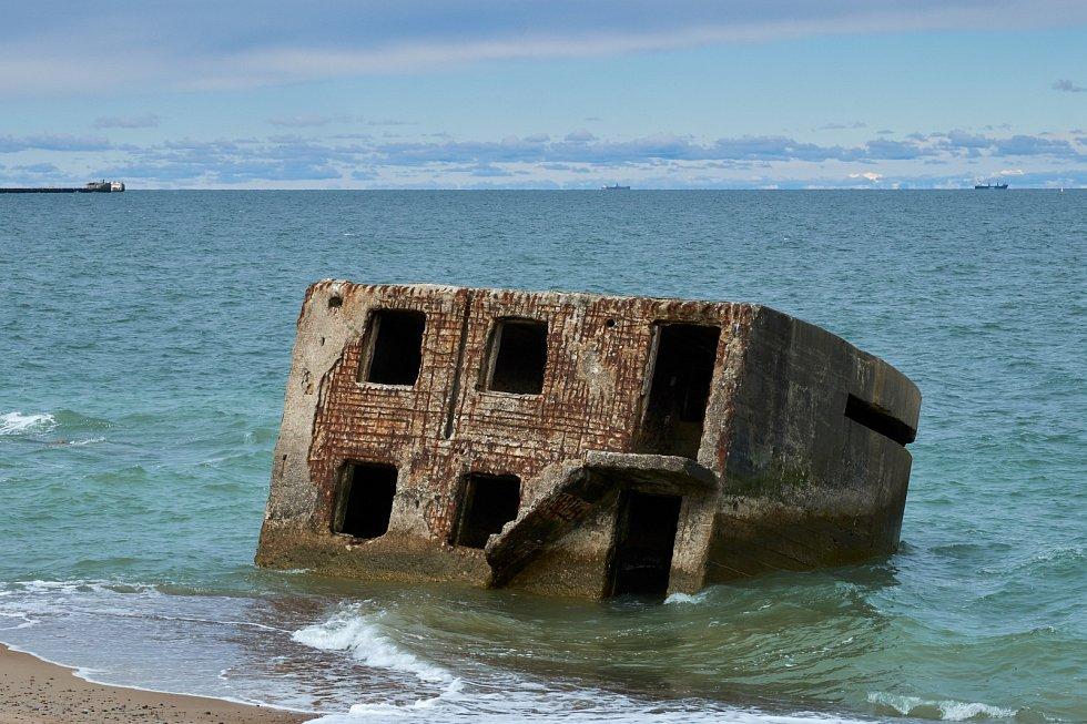 Bunkr z druhé světové války na pobřeží Baltského moře.