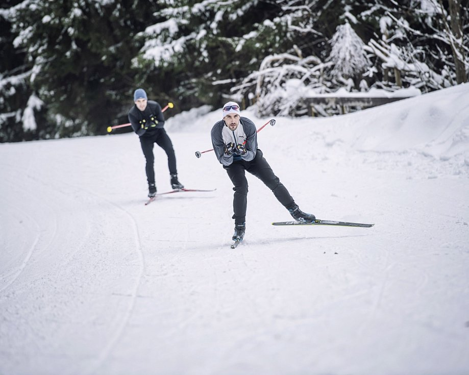 Spolu na běžkách. David Svoboda a jeho bratr Tomáš mají rádi klasické lyžování