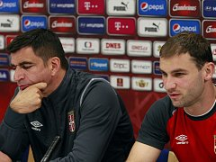 Příprava na zápas: srbský kouč a Branislav Ivanovič na tiskové konferenci