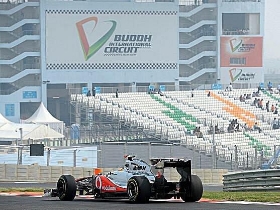 Lewis Hamilton byl v Indii potrestán.