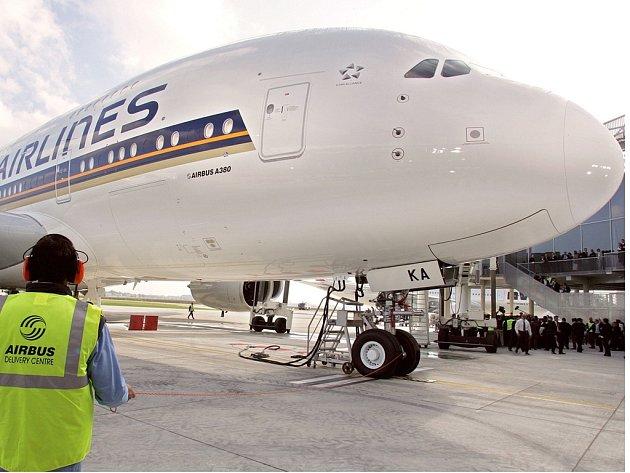 Airbus A380 na letišti v Singapuru.