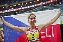 Vícebojařka Eliška Klučinová se raduje z bronzu na halovém mistrovství Evropy v Praze.