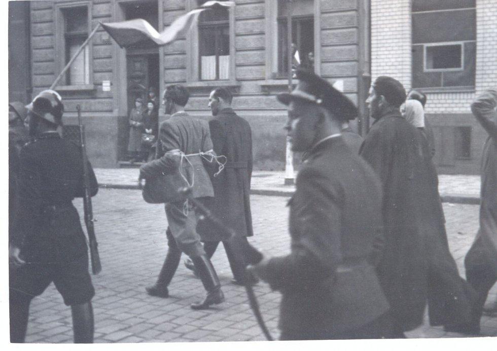 Pražské povstání, lidé v ulicích